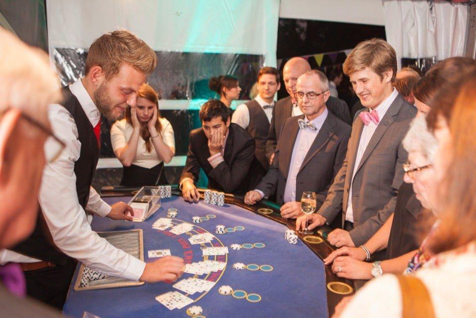 Gokken aan de blackjacktafel van Casinohuren.nl